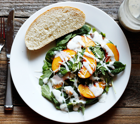 Healthy salad recipe for summer! Spinach, peaches and poppy seed dressing - yum!