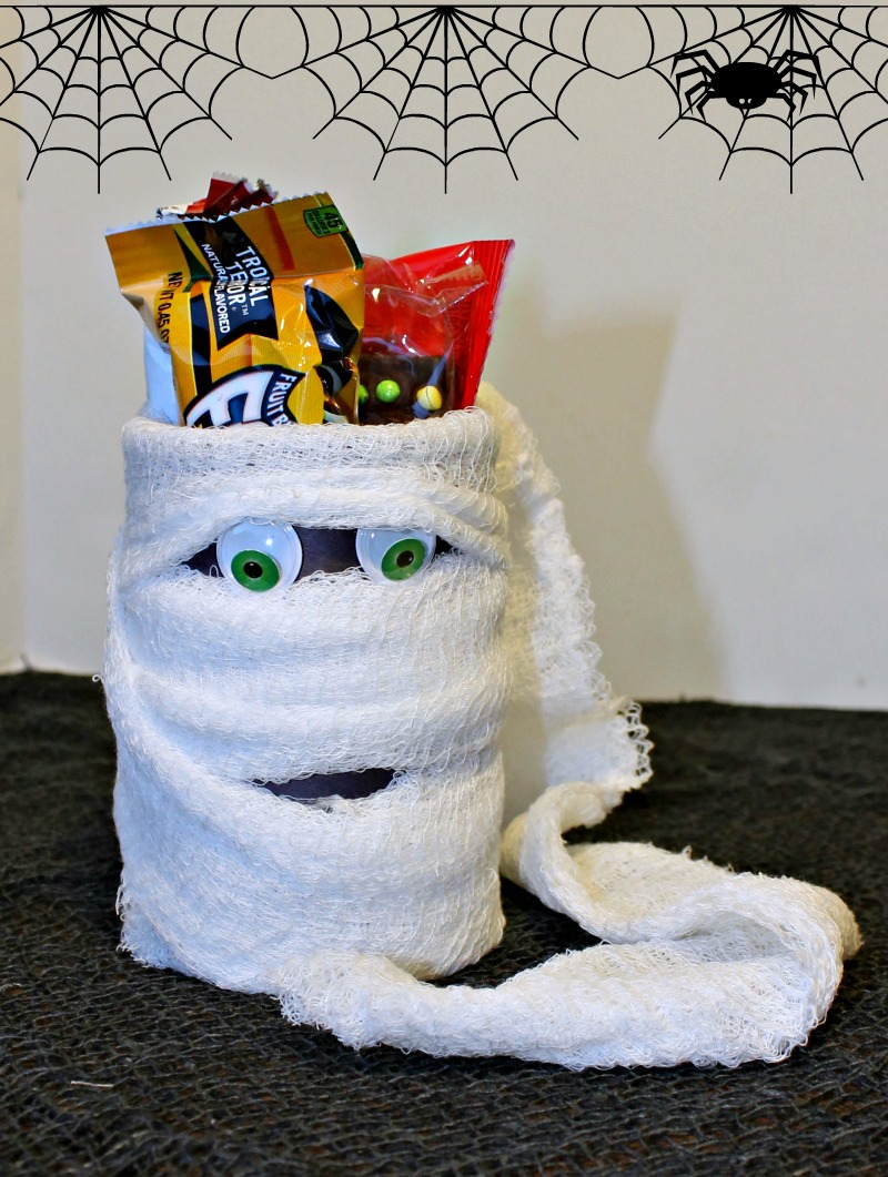 candy-holder-halloween-mummy-cans