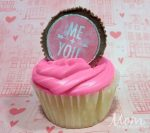 Valentine's Day Cupcakes with Sweetheart Peanut Butter Cup Toppers- #12DaysofValentines