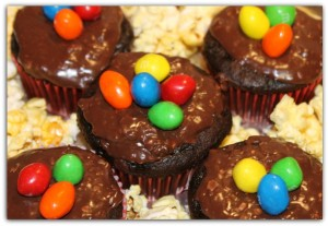 Coca-Cola Cupcakes With M&M Frosting Make Family Movie Night Sweeter