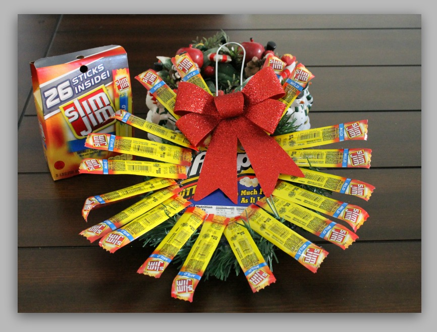 Slim Jim Holiday Wreath Snack Gift