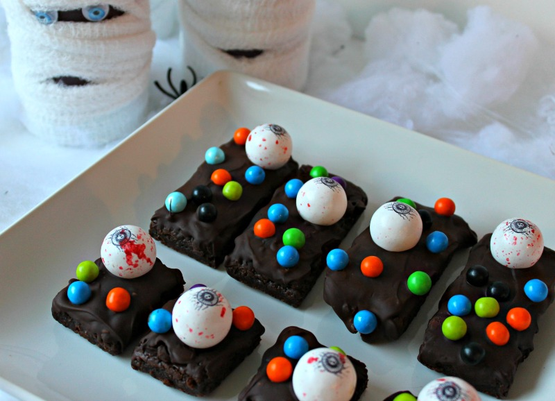 monster-brownies-with-sixlets
